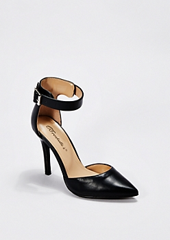 Black Pointed Toe Pumps By Breckelle'S®