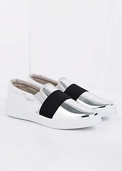 Silver Banded Low Top Sneaker By Qupid