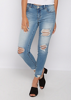 Destroyed Frayed Ankle Jegging in Curvy