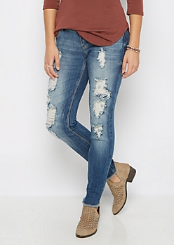 Destroyed & Frayed Skinny Jean in Curvy