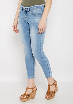 Distressed Frayed Waist Jegging in Curvy