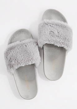 Gray Fuzzy Slide-On By Wild Diva