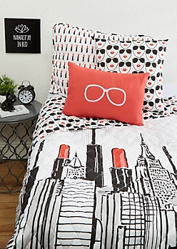 Twin XL - Lipstick City 4-Piece Quilt Set