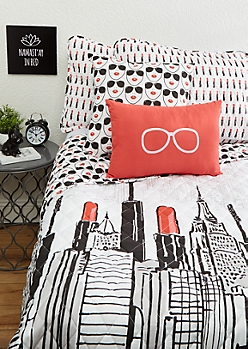 Full/Queen - Lipstick City 4-Piece Quilt Set