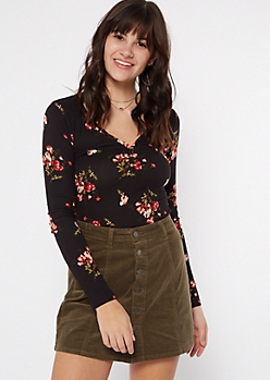 Black Floral Print Cinched Button Front Tee