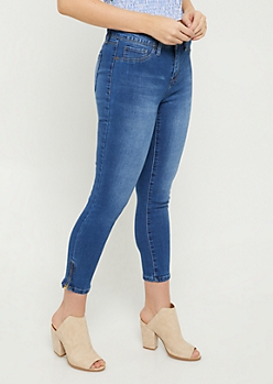 YMI Wanna Betta Butt Medium Wash Mid Rise Zippered Cropped Jeans