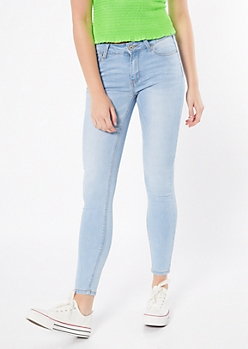Ultra Stretch Light Wash Mid Rise Jeggings in Short