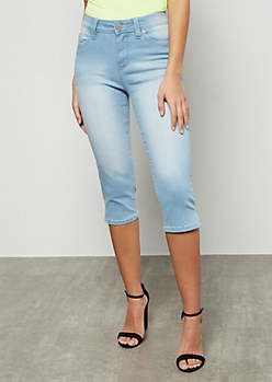 YMI Wanna Betta Butt Light Wash Low Rise Capri Jeans