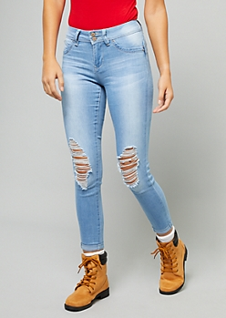 YMI Wanna Betta Butt Light Wash Rolled Hem Cropped Jeans