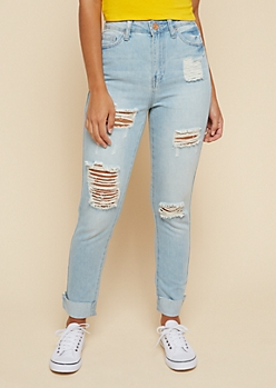 YMI Wanna Betta Butt Light Wash Ripped Knee Cropped Jeans