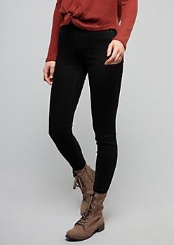 Black Slim and Shape Booty Jeggings in Curvy