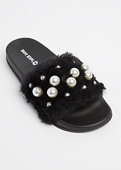 Black Dotted Pearl Furry Slides