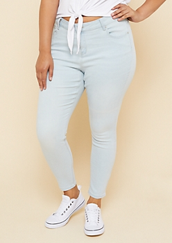 Plus Light Wash Mid Rise Skinny Jeggings in Short