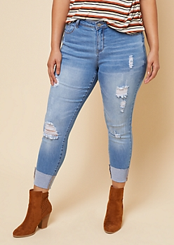 Plus Light Wash Distressed Cuffed Hem Cropped Booty Jeans