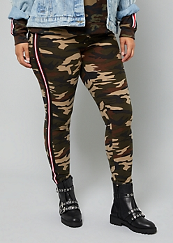 Plus Camo Print Side Striped Super Soft Leggings