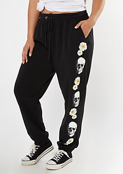 Plus Black Skull Daisy Print Boyfriend Joggers